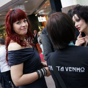 Piritta Venho tukijoukkojensa kanssa Turun Tangomaratonilla.
