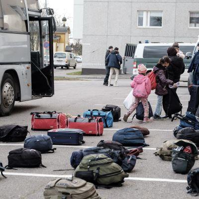 Asylsökande anländer till Torneå den 20 oktober 2015.