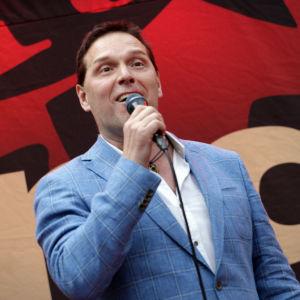 Markku Ketola esiintymässä Turun Tangomaratonilla.