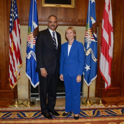 Anna-Maja Henriksson besöker USA och Eric Holder.