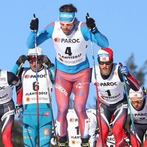 Sergej Ustiugov skidar inte alla lopp i VM i Lahtis.