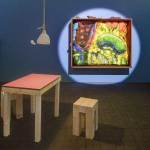 Egill Sæbjörnssons installation, The Paintings (2019), är ett café.