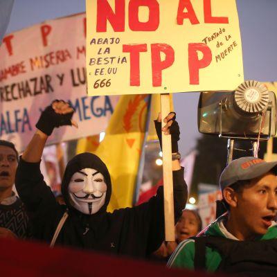 Perun pääkaupungissa Limassa vastustettiin Tyynenmeren vapaakauppasopimusta marraskuussa 2016. Saman vuoden helmikuussa 12 maata allekirjoitti sopimuksen.
