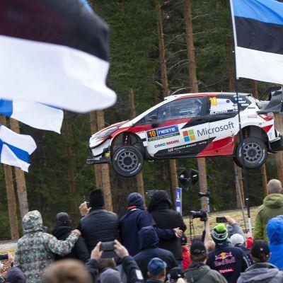 Jari-Matti Latvala ja Miika Anttila hyppäävät Suomen MM-rallissa