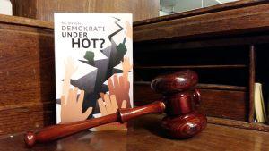 pärmen till Demokrati under hot?