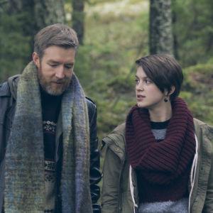Ib Kavanaug och Ca Bäck i dramaserien Lola uppochner