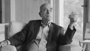 Ykkönen esittää Itse asiassa kuultuna -haastattelun 86-vuotiaana kuolleen Jörn Donnerin muistoksi.