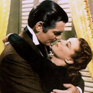 Tuulen viemää. Ohjaus Victor Fleming. Kuvassa Clark Gable ja Vivien Leigh.