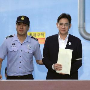 Lee Jae-yong i rätten den 25 augusti 2017.
