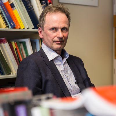 Kimmo Teppo Nuotio on suomalainen oikeustieteen tohtori ja Helsingin yliopiston rikosoikeuden professori