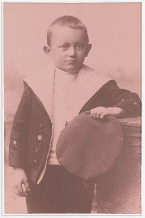 Aarre Merikanto pikkupoikana.