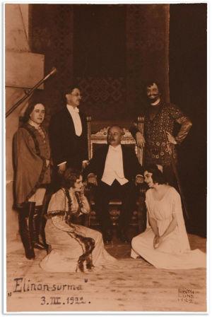 """Oopperaväkeä Oskar Merikannon """"Elinan surma"""" -ooppperan esityksen jälkeen 3.3.1922."""