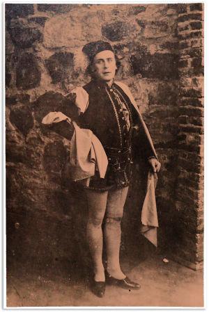 Tenori Wäinö Sola Gounod'n Faust-oopperan nimiroolissa Savonlinnassa 1916.