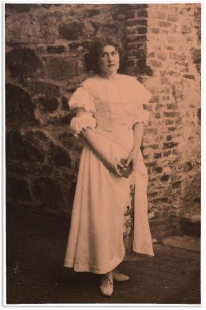 Aino Ackté Gounod'n Faust-oopperan Margaretana Olavinlinnassa vuonna 1916.