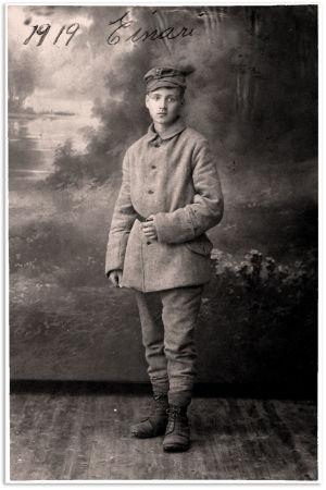 Einari Kangas valokuvaamossa vuonna 1919.