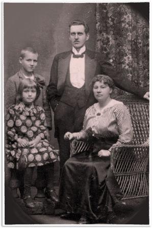 Knut Kangas perheineen vuonna 1916.