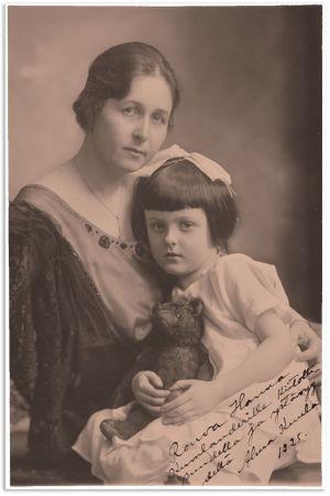 Alma ja Sinikka Kuula viimeistään vuonna 1925.