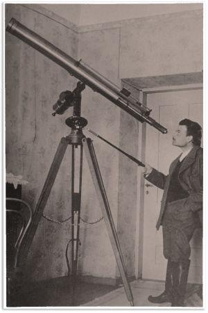 Toivo Kuula harrasti tähtitiedettä ja osti Pariisista suuren kaukoputken 1913.