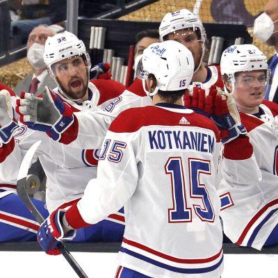 Jesperi Kotkaniemi firar Montreals första mål.