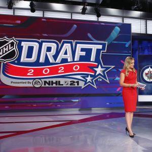 Bild från draftstudion i New Jersey.