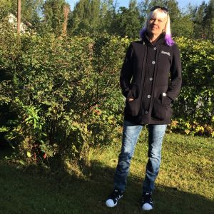 Matti Nykäsen leski Pia Nykänen kotipihallaan Joutsenossa Lappeenrannassa.