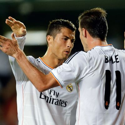 Cristiano Ronaldo och Gareth Bale firar walesarens första mål i vitt.