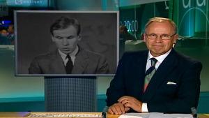 Kari Toivonen viimeisessä uutislähetyksessään (2005).