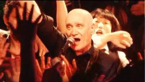Wilko Johnson lavalla Japanissa. Kuva dokumenttielokuvasta The Ecstasy of Wilko Johnson.