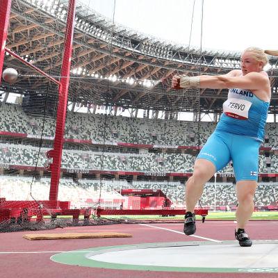 Krista Tervo vauhdissa moukarinheiton karsinnassa Tokion olympialaisissa.