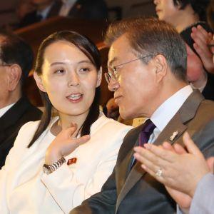 Kim Yo-Jong träffade president Moon Jae-in för första gången under OS i Pyeongchang för drygt två år sedan, då relationerna var på väg att uppvärmas.