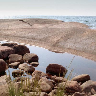 Strandklippa på Åland.