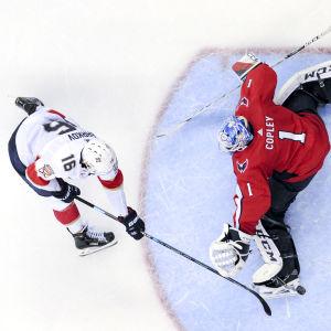 Aleksander Barkov gör mål på straff.