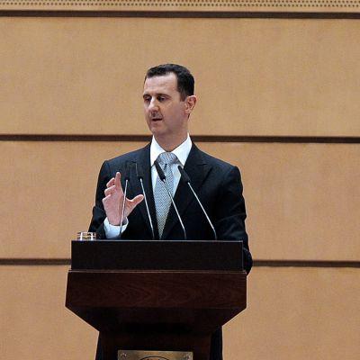 För en knapp vecka sedan lovade Assad att stanna kvar vid makten