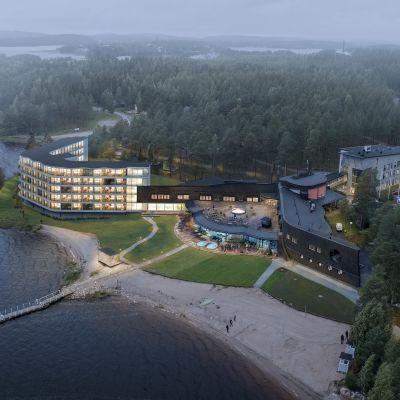 Havainnekuva Pohjois-Karjalan Nurmeksessa sijaitsevaan Bomban kylpylän laajennuksesta.