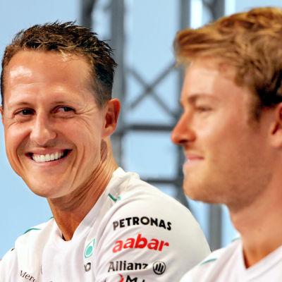 Michael Schumacher ler mot Nico Rosberg.
