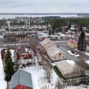 Ilmakuva Halsuan kirkonkylästä.