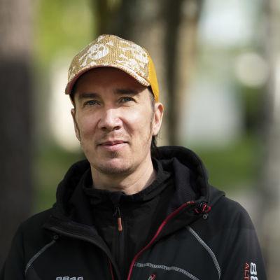Runoilija, näytelmäkirjailija Tuomas Timonen