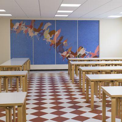 Donnerin koulun ruokasali tyhjillään.
