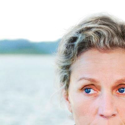 Kuvassa Olive Kitteridge (Frances McDormand).