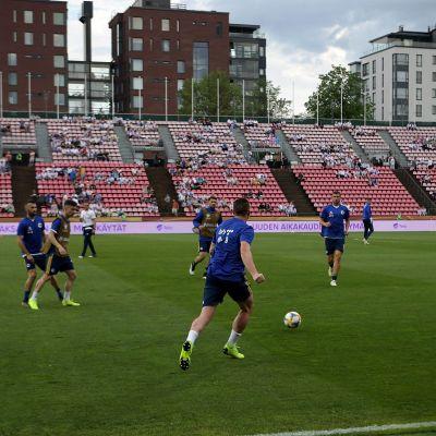 I juni spelade Finland EM-kval mot Bosnien-Hercegovina i Tammerfors.