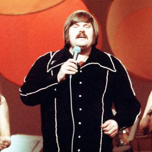 Fredi ja ystävät Euroviisujen suomen karisnnoissa 1976.