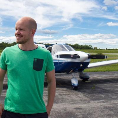 Syntymäkuuro maailmanmatkaaja Jarkko tutustuu Amerikan matkallaan viittomakielisiin oman alansa ammattilaisiin.