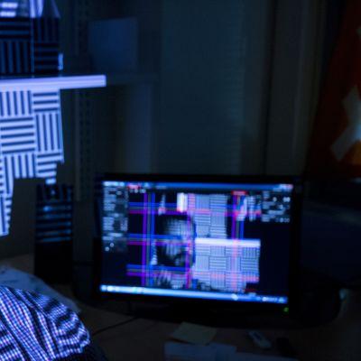Tomitusjohtaja Antti Vanne (Ownsurround) skannaa päätään 3D-malliksi.