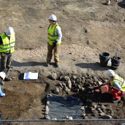 Arkeologisilla kaivauksilla kartoitetaan Lahden menneisyyttä.