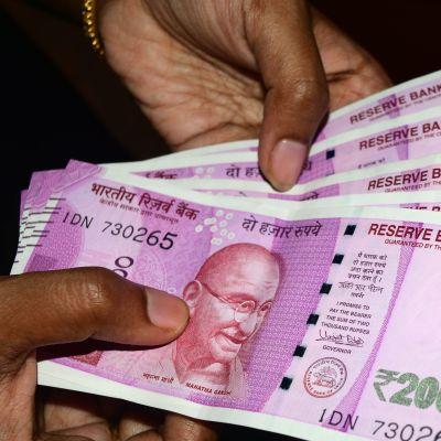 Intian 2000 Rupian seteleitä.