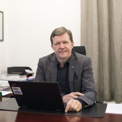 Keski-Pohjanmaan maakuntajohtaja Jukka Ylikarjula.