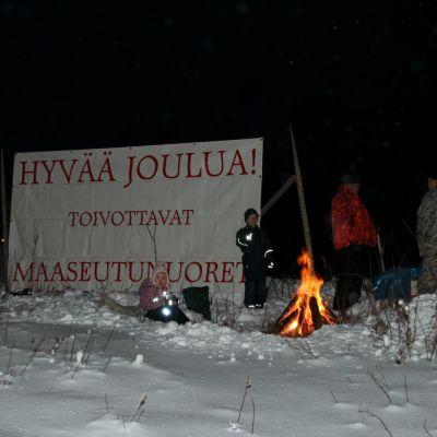 Maaseutunuorten joulutuli lämmitti Kontiolahdessa.