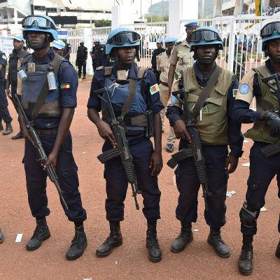 FN-soldater på rad i Centralafrikanska republiken.