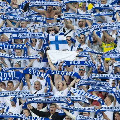 Suomen fanit juhlivat viime kesänä Bosnia-Hertsegovinaa vastaan Tampereella. Miten käy ensi kesänä?