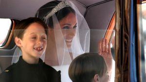 John och Brian Mulroney åker med bruden Meghan Markle till kyrkan